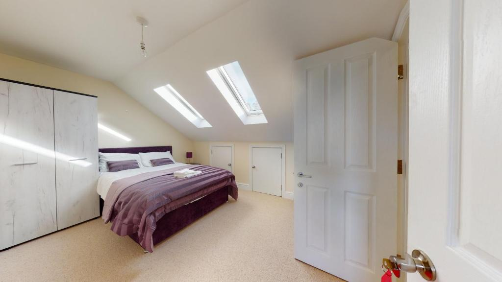 A bed or beds in a room at Duncombe Hill House