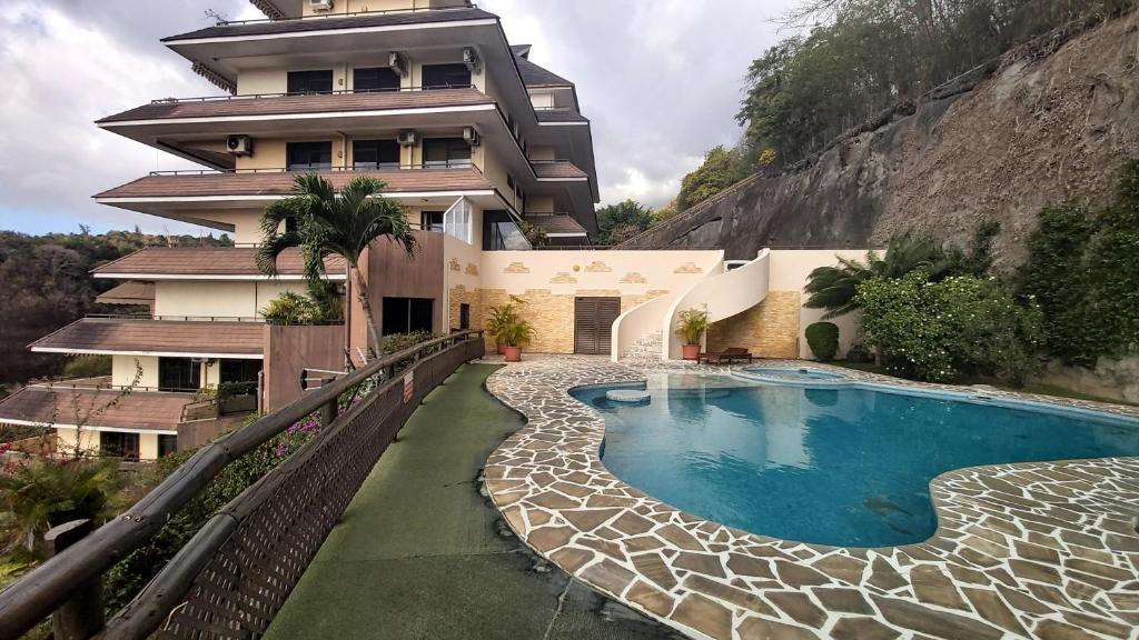A piscina localizada em APPARTEMENT COSY VUE MER ou nos arredores