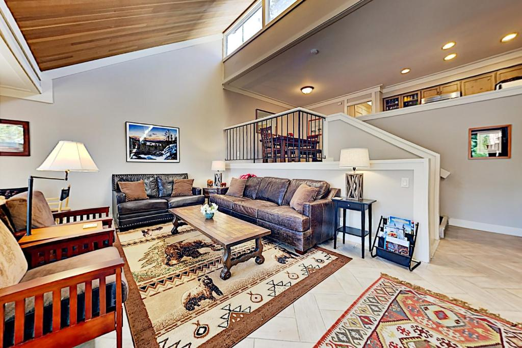 A seating area at 7021SH89 - Peaceful West Shore Condo
