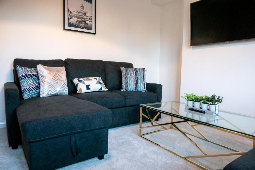 A seating area at Squiggly Zebra - 3 bedroom house with Parking