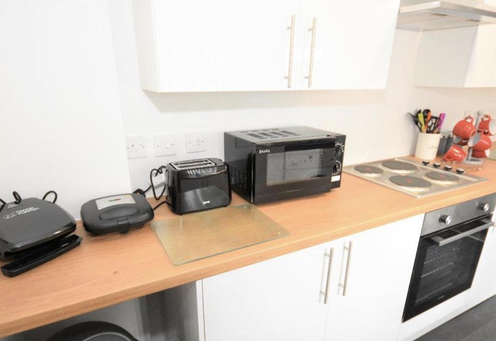 A kitchen or kitchenette at Townhouse @ Birks Street Stoke