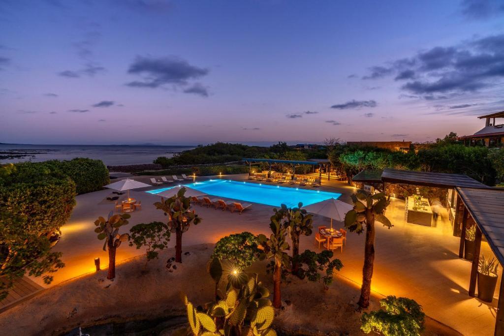 Ein Blick auf den Pool von der Unterkunft Finch Bay Galapagos Hotel oder aus der Nähe