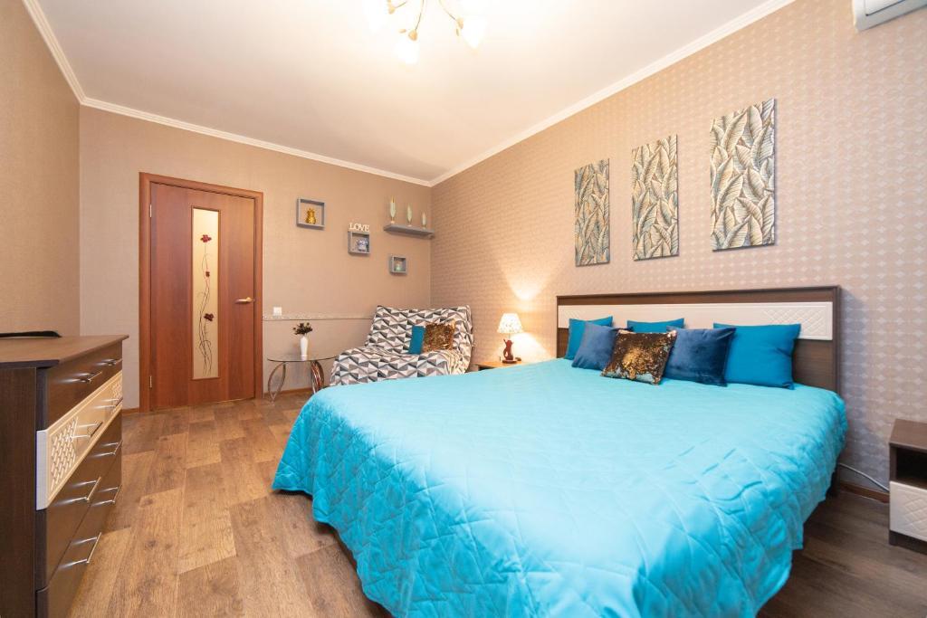 Кровать или кровати в номере Apartment on Permyakova-Shirotnoi
