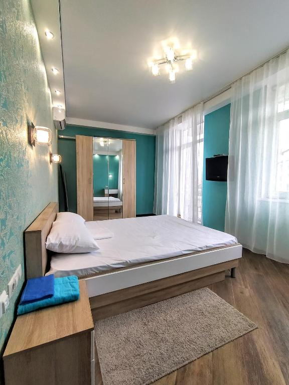 A bed or beds in a room at Стильная квартира у самого моря
