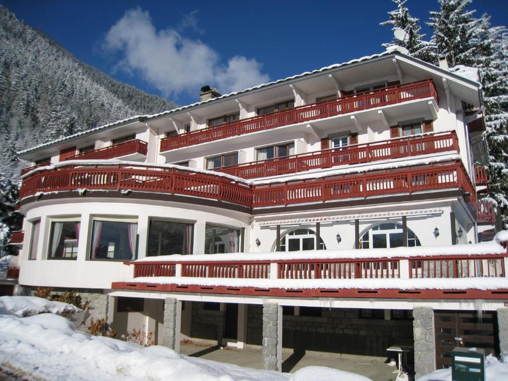 Chalet Hôtel La Sapinière during the winter