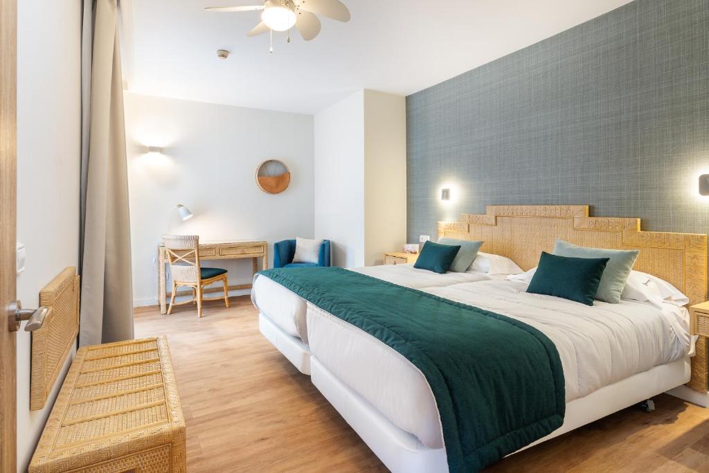 Łóżko lub łóżka w pokoju w obiekcie Esmeralda Maris