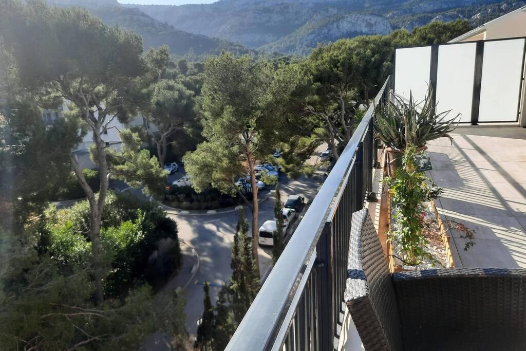A balcony or terrace at TERRASSES PARC NATIONAL DES CALANQUES-SORMIOU