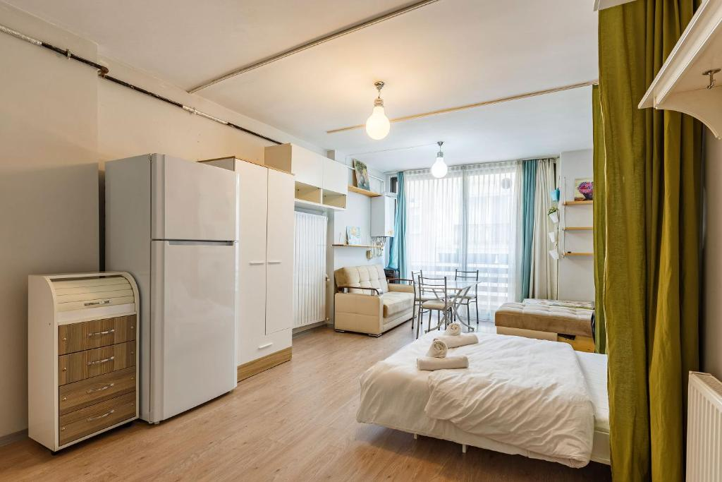 1 Br Central House