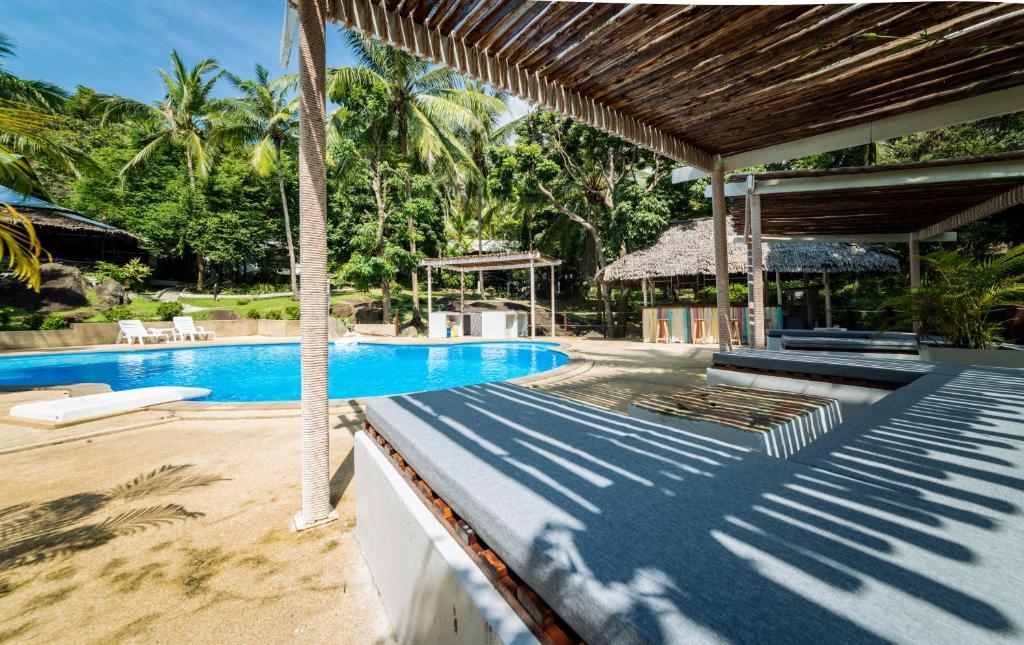 Der Swimmingpool an oder in der Nähe von Shiralea Island Resort