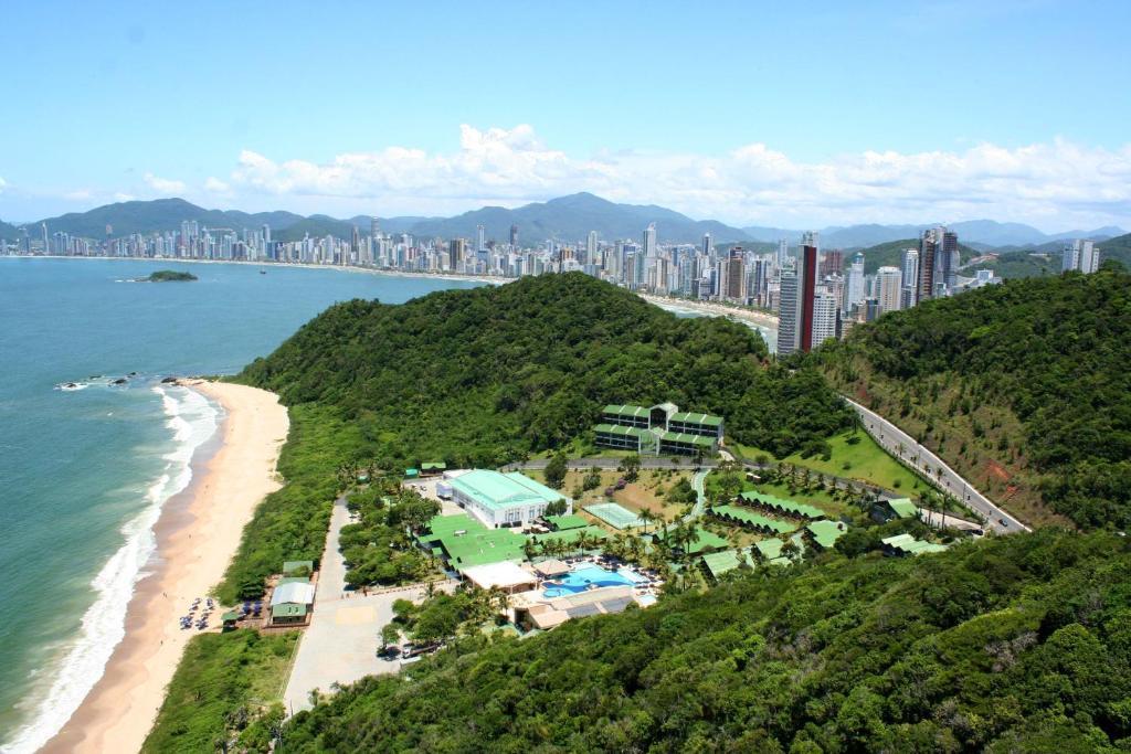 Uma vista aérea de Infinity Blue Resort & Spa