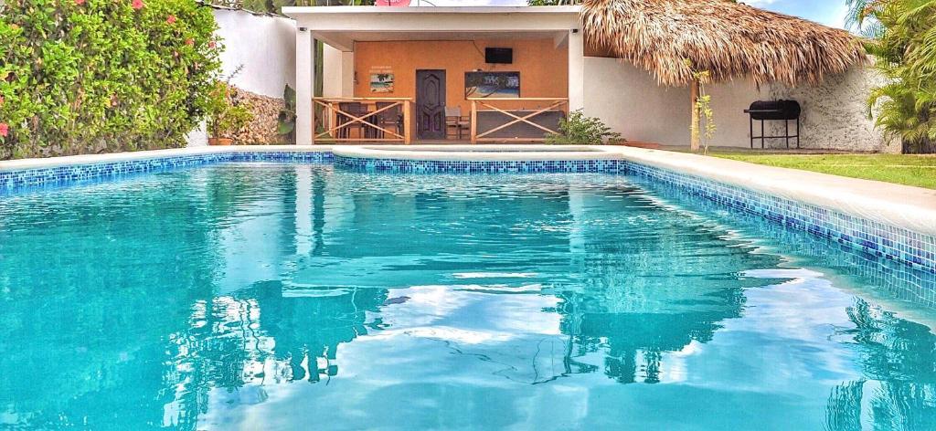 Der Swimmingpool an oder in der Nähe von De luz Hotel