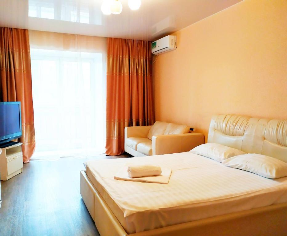 Кровать или кровати в номере Apartments at Sheronova 2