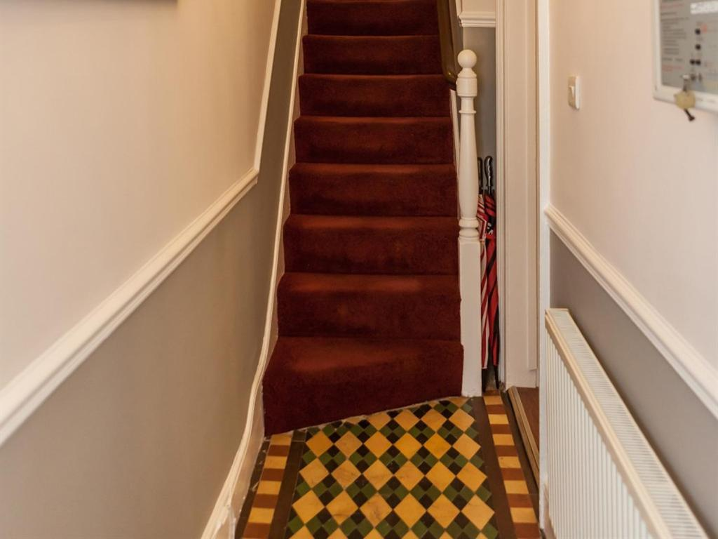 Grosvenor Place Guest House - Laterooms