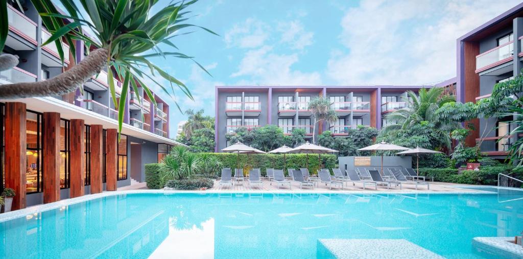 The swimming pool at or close to Holiday Inn Express Phuket Patong Beach Central, an IHG Hotel - SHA Plus
