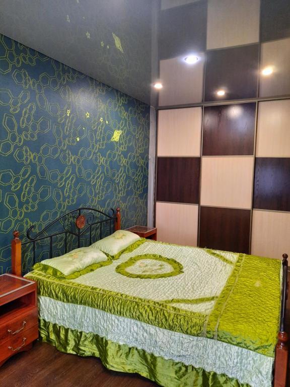 A bed or beds in a room at Элитная квартира Васильева 55