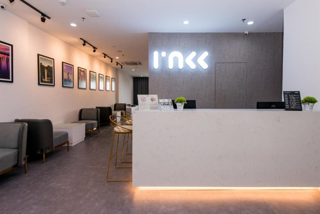 The lobby or reception area at Inkk Hotel @ Aeropod by Pinstay