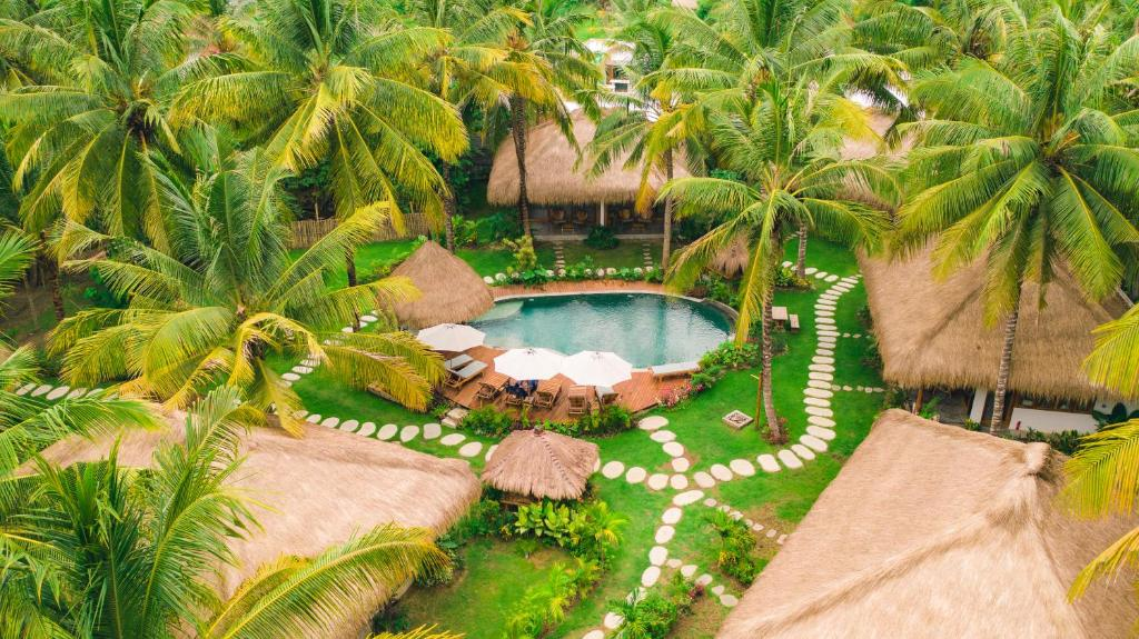 A view of the pool at Mana Retreat or nearby