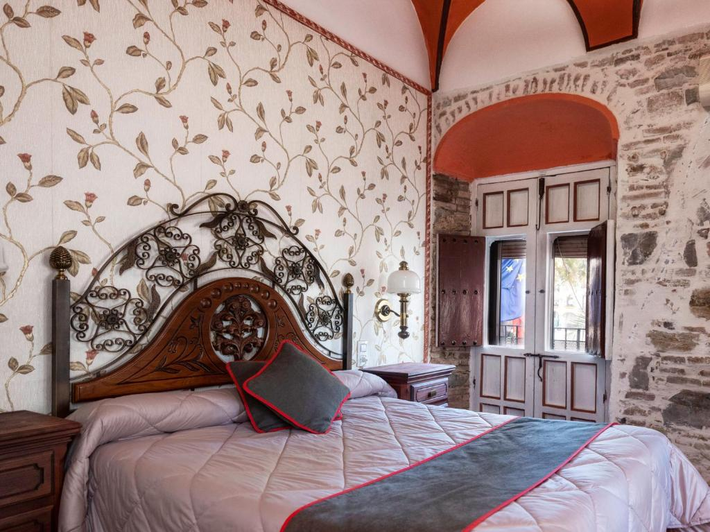 A bed or beds in a room at Hotel Las Palmeras by Vivere Stays