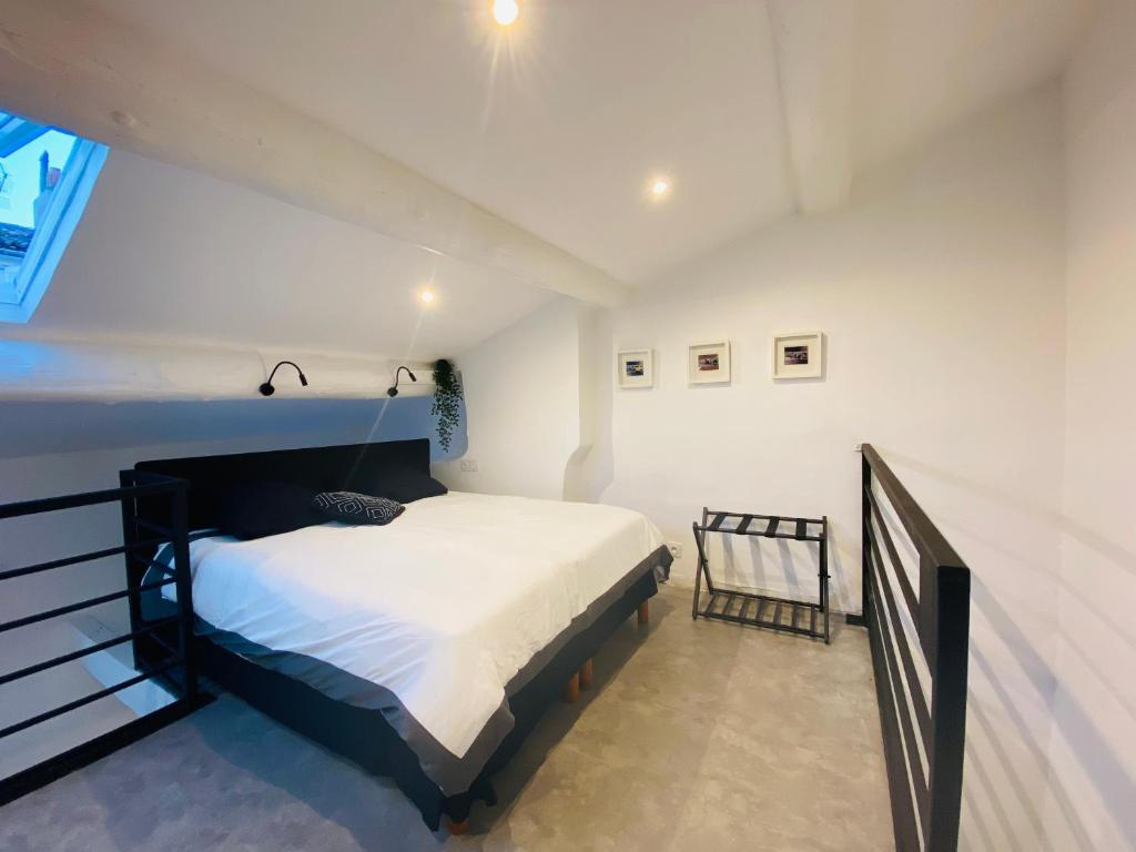 A bed or beds in a room at Duplex tout confort prox bd Chave et Plaine