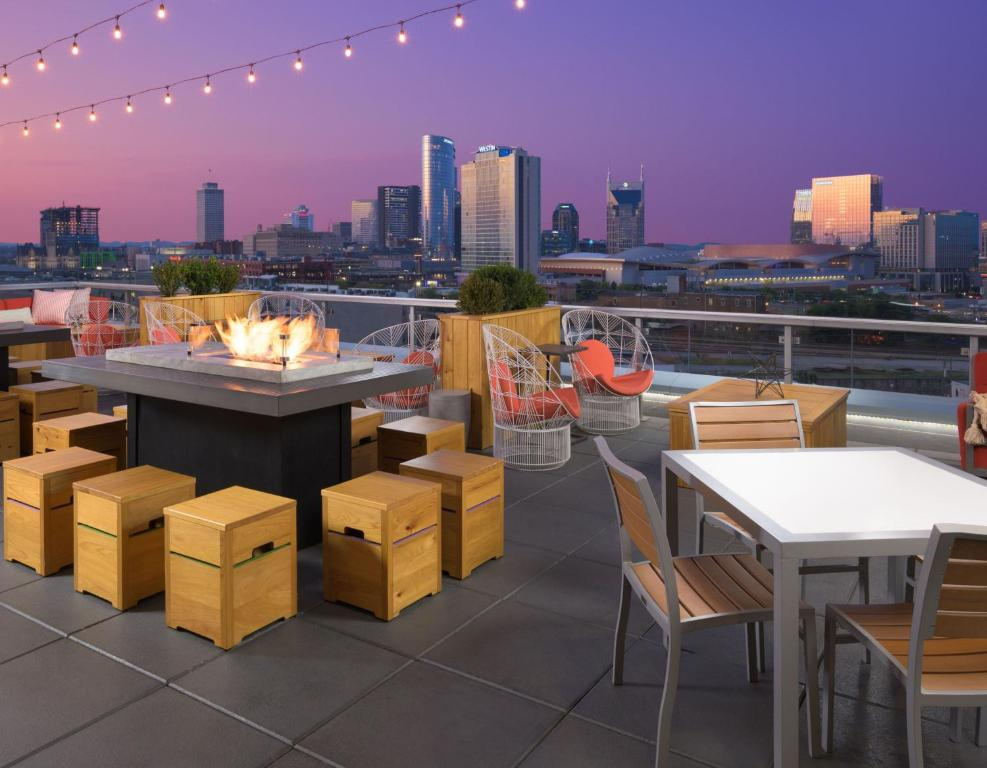 A restaurant or other place to eat at Fairfield Inn and Suites by Marriott Nashville Downtown/The Gulch