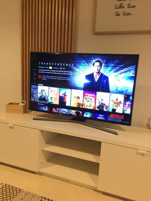A television and/or entertainment center at La casita de Ani cerca Aeropuerto e IFA
