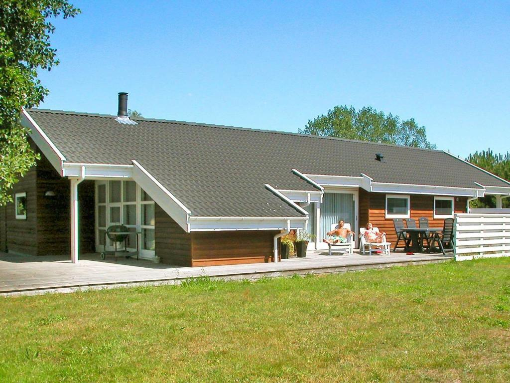 Four-Bedroom Holiday home in Aakirkeby 7