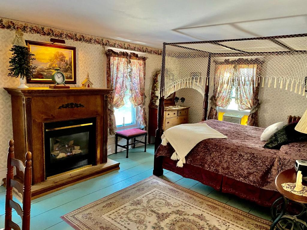 A bed or beds in a room at The Bella Ella Bed and Breakfast