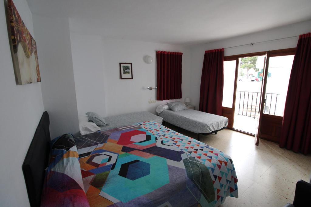 Cama o camas de una habitación en Hostal Fornet Altea