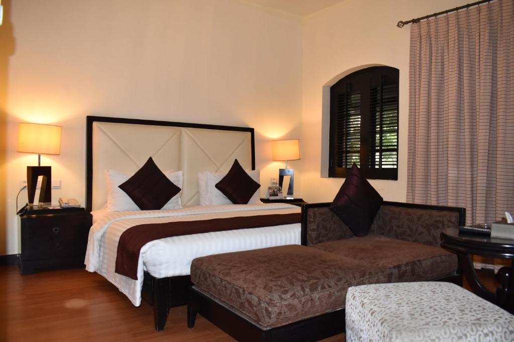A bed or beds in a room at Ramada Plaza by Wyndham Karachi Airport Hotel