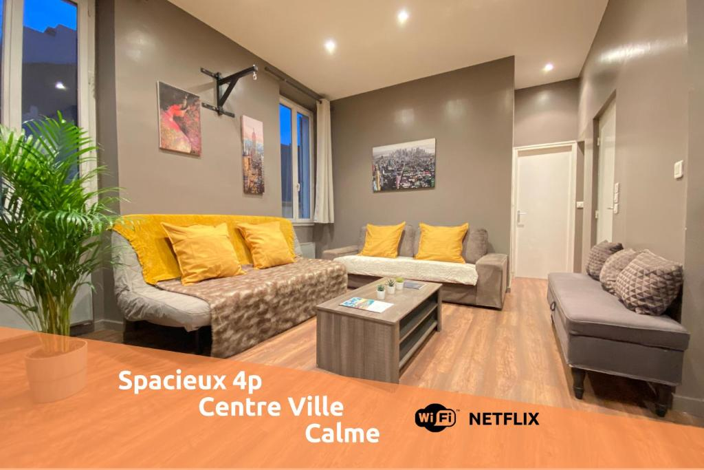 A seating area at L'atelier by AndersLocation ☆ Spacieux ☆ Proche Centre-ville ☆ Wifi-Netflix ☆