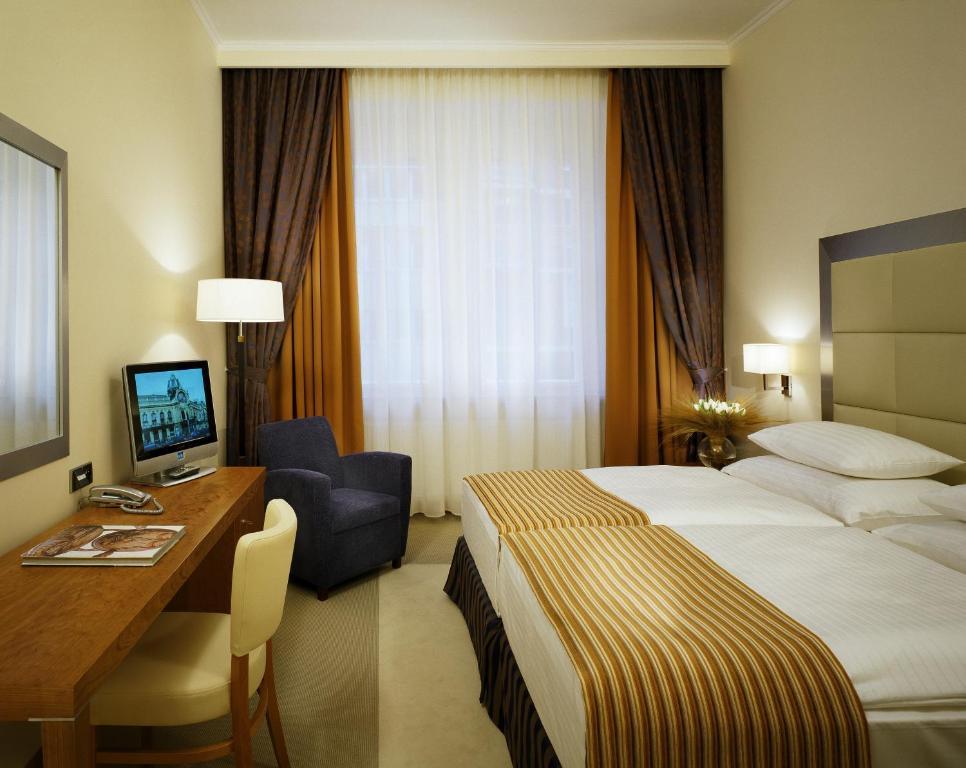 Кровать или кровати в номере Design Merrion Hotel