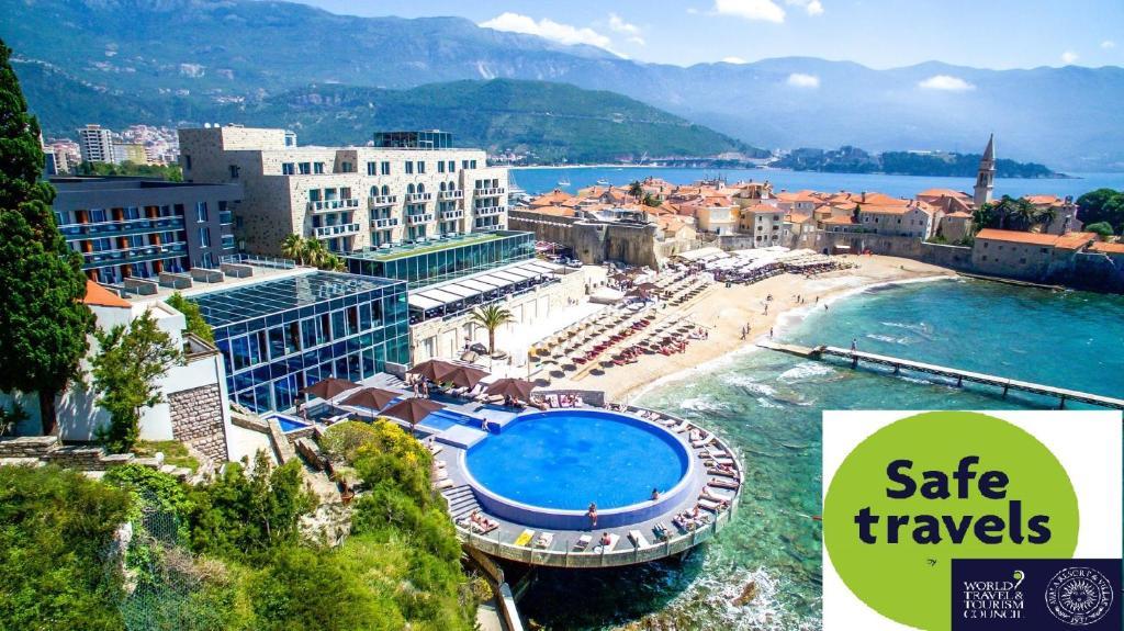 Вид на бассейн в Avala Resort & Villas или окрестностях