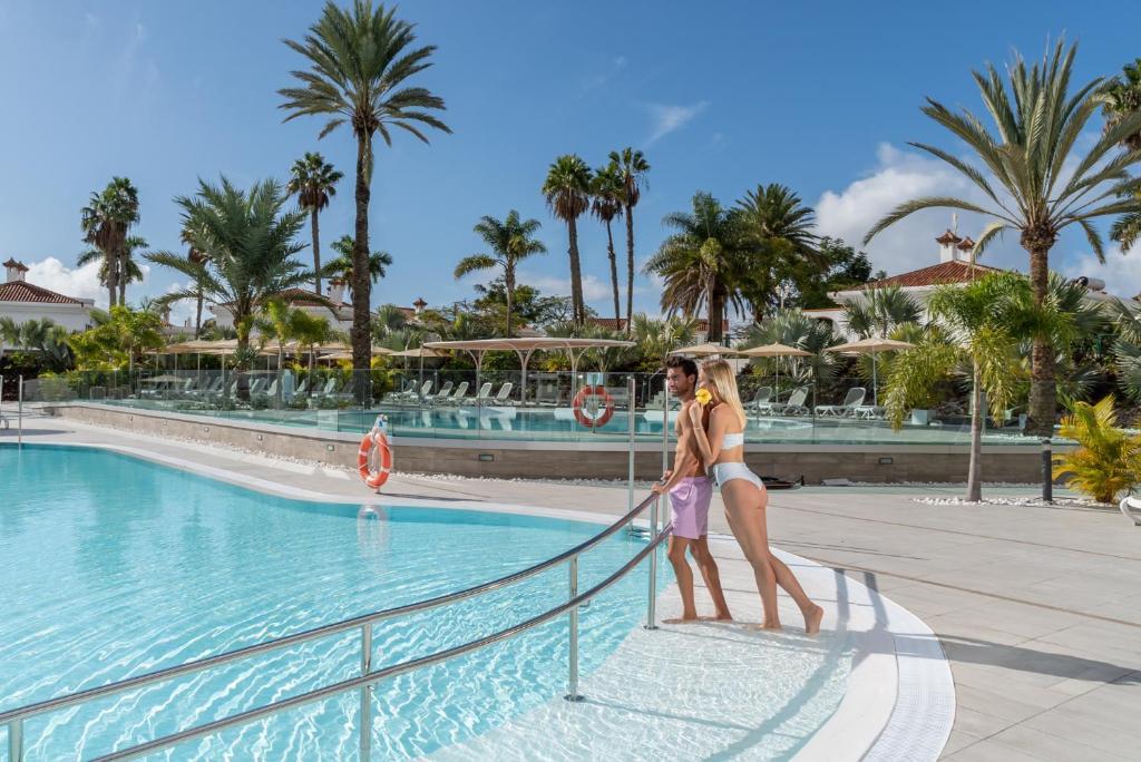 Het zwembad bij of vlak bij Dunagolf Suites