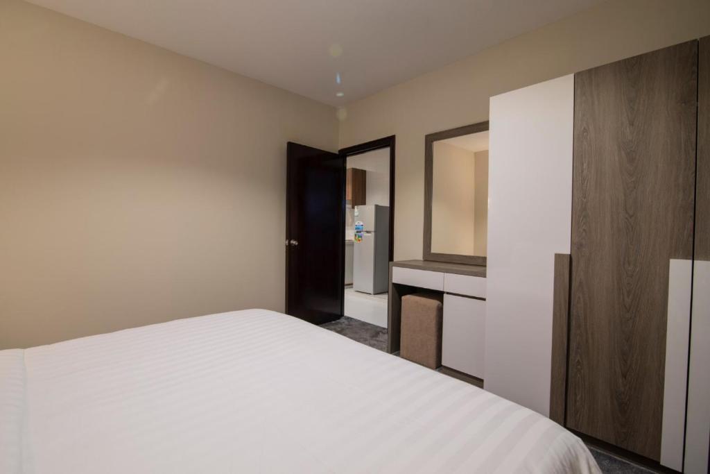 Cama ou camas em um quarto em Rawabi Al Khobar Hotel