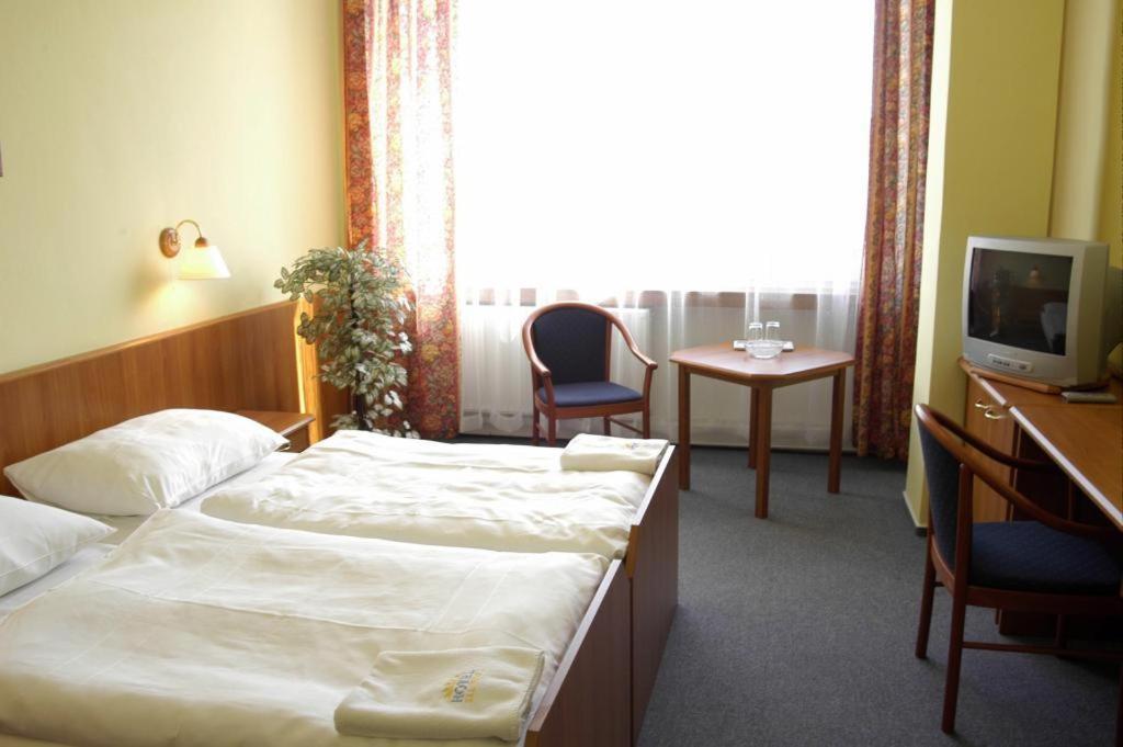 Ein Bett oder Betten in einem Zimmer der Unterkunft HOTEL SLUNCE