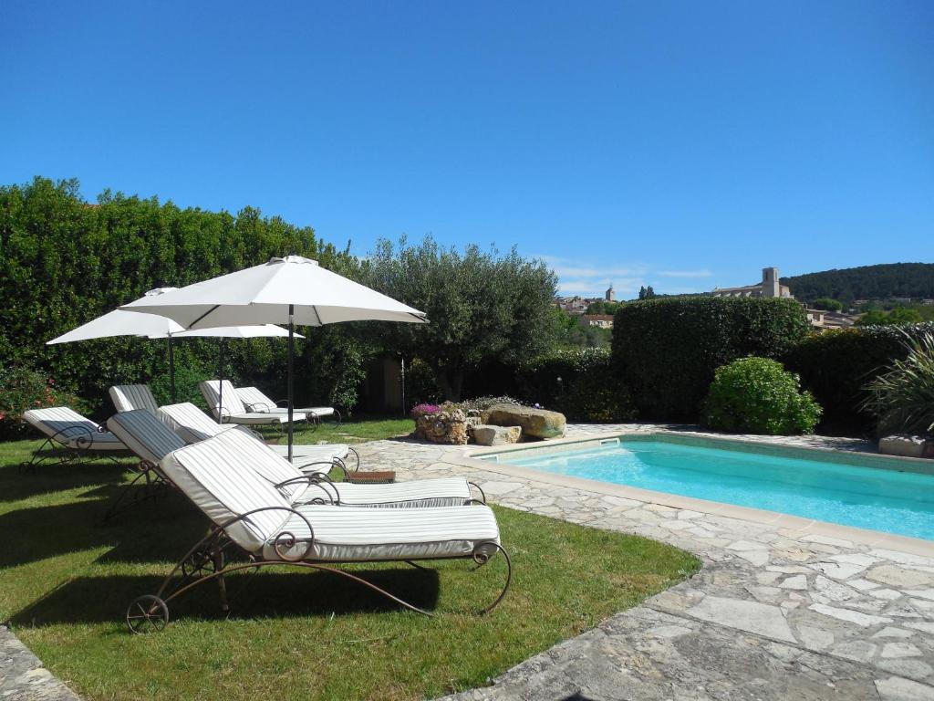 The swimming pool at or near Le Jas Fontaine