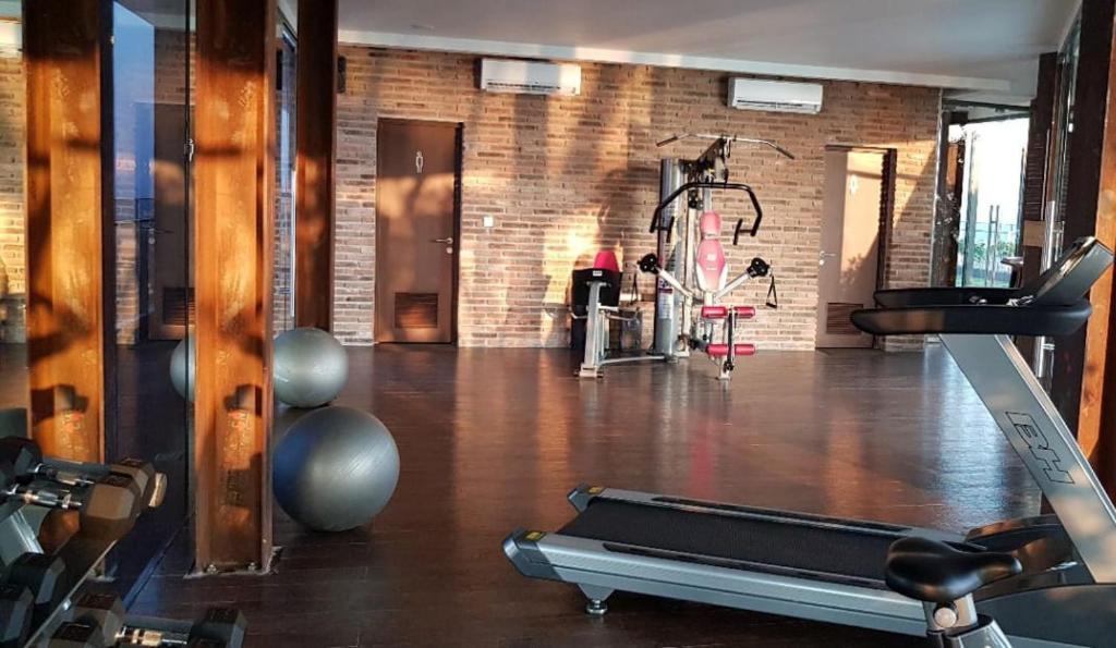 The fitness centre and/or fitness facilities at Apartment Uttara The Icon Sasi Kirana