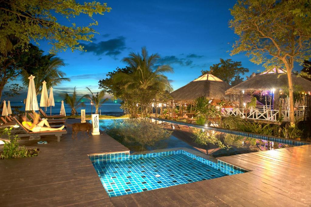 Der Swimmingpool an oder in der Nähe von LaLaanta Hideaway Resort