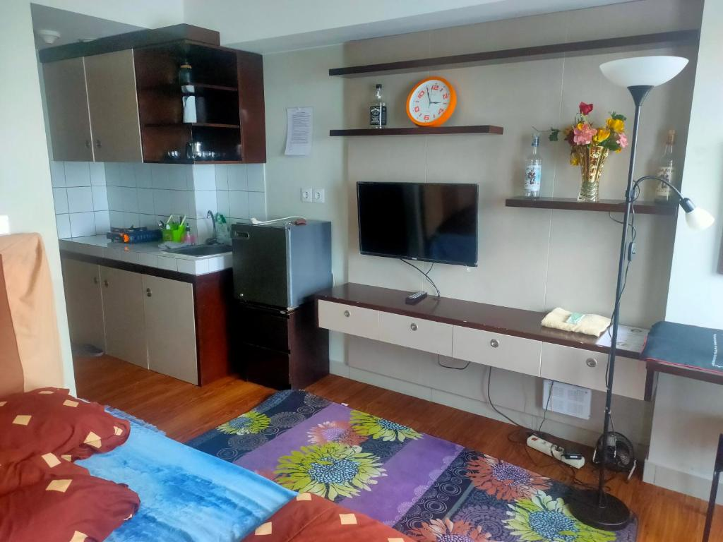 A television and/or entertainment center at The Springlake Summarecon Bekasi Studio Furnish and WiFi