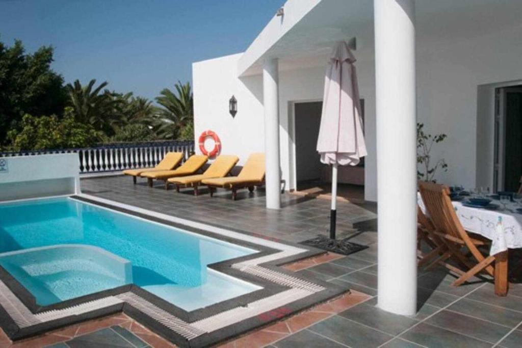 Het zwembad bij of vlak bij Villas del Mar