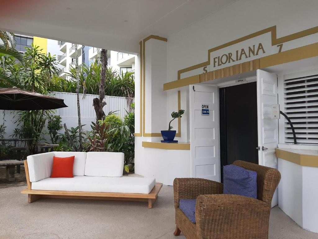 A seating area at Floriana Guest House