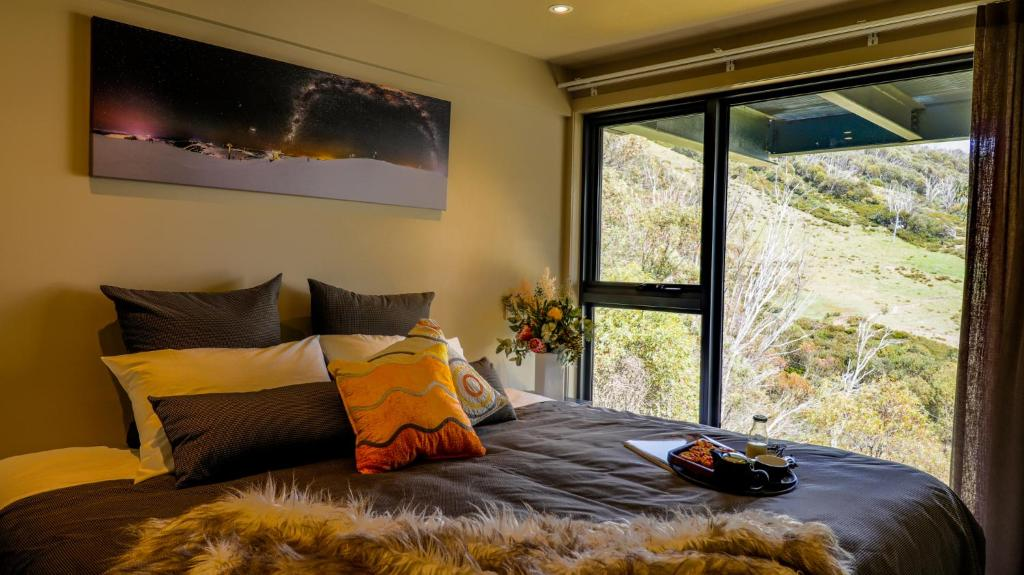 A bed or beds in a room at Diana Alpine Lodge
