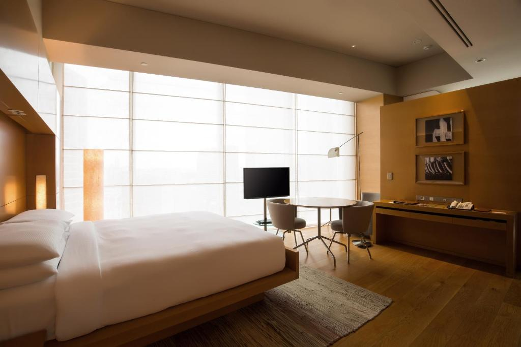 A television and/or entertainment centre at Park Hyatt Seoul