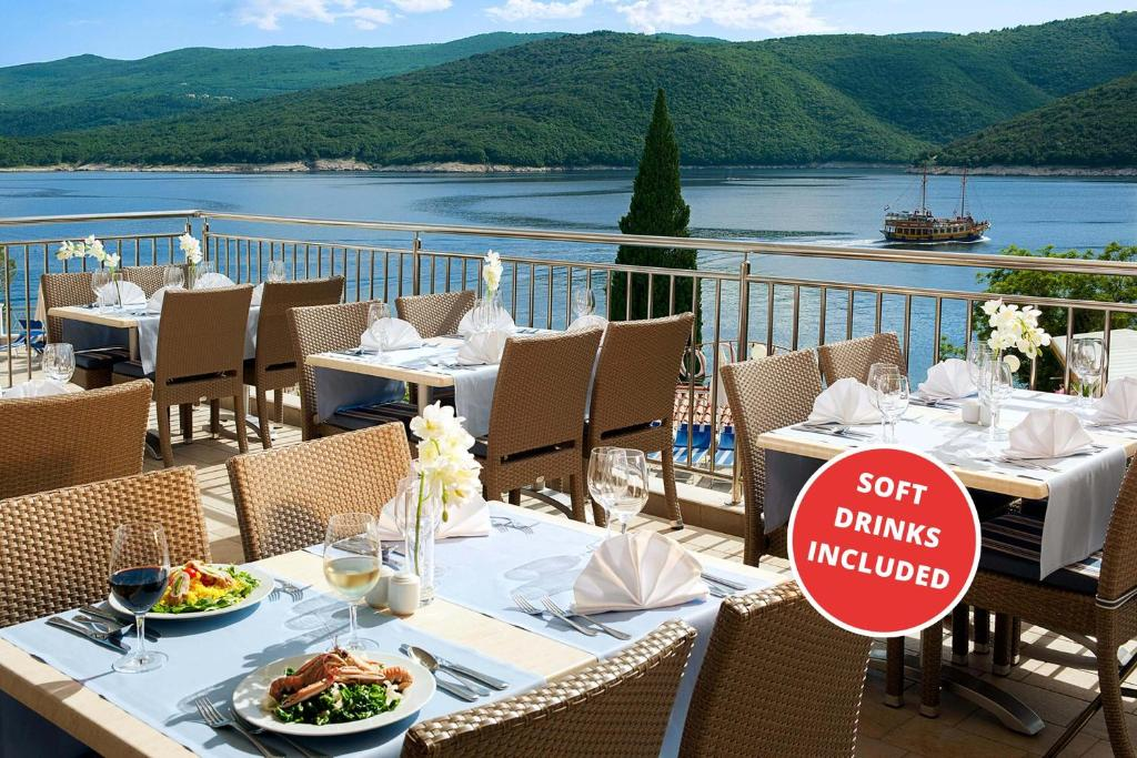 A restaurant or other place to eat at Valamar Sanfior Hotel & Casa