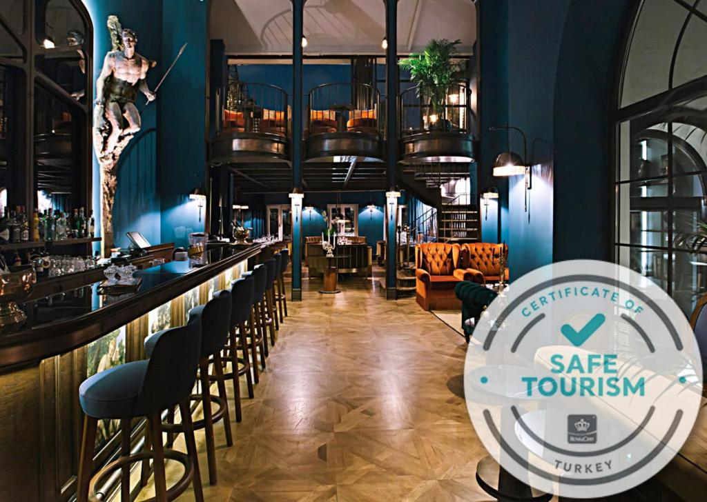 A restaurant or other place to eat at Mr Cas Hotels - Special Category