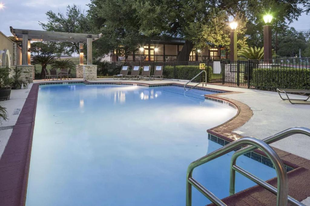The swimming pool at or near DoubleTree by Hilton Austin-University Area