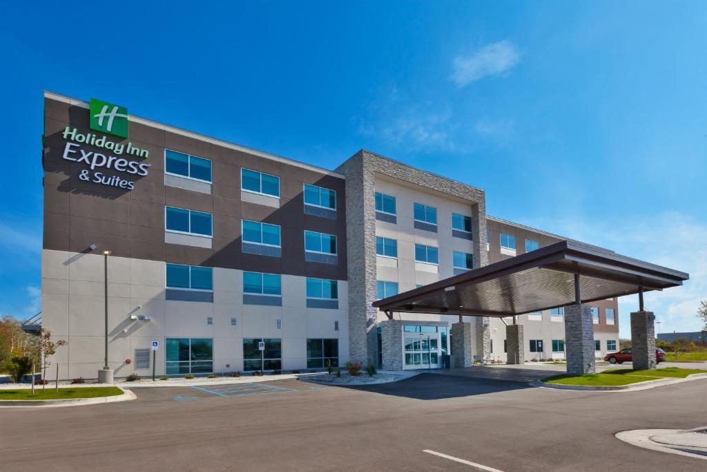 Holiday Inn Express & Suites - Cedar Springs - Grand Rapids N, an IHG Hotel
