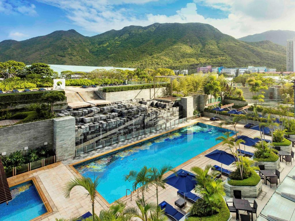 Vista sulla piscina di Novotel Citygate Hong Kong o su una piscina nei dintorni