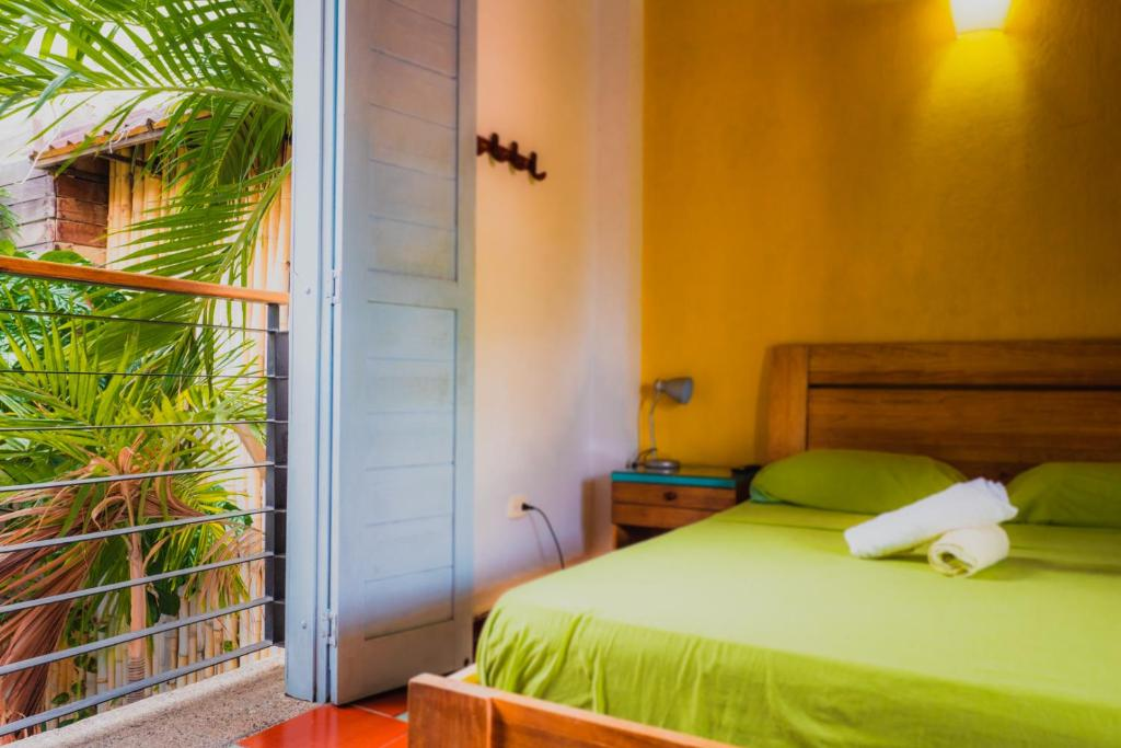 A bed or beds in a room at Aluna Hostel B&B