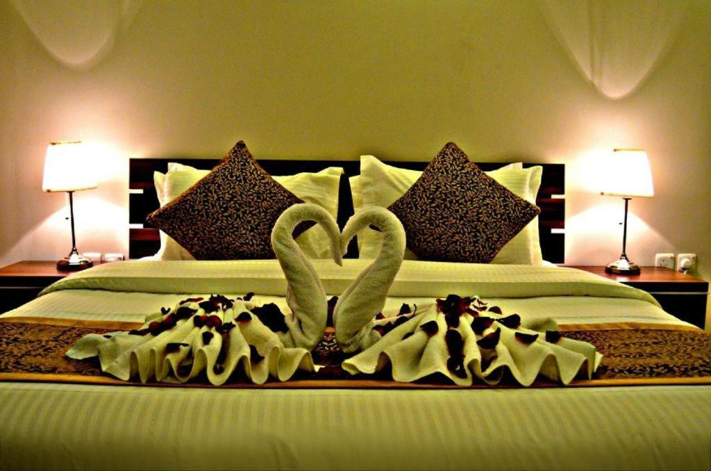 Cama ou camas em um quarto em Serene Hotel Suites